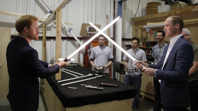 William e Harry versão Stormtroopers? Sim, é possível