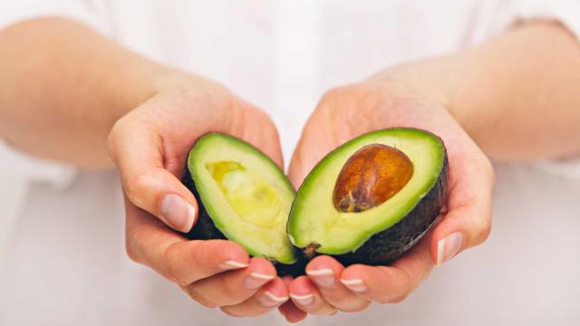 Casca do caroço do abacate tem benefícios para saúde