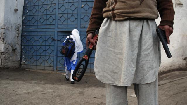"""Afeganistão será """"cemitério"""" para os EUA, ameaçam talibãs"""