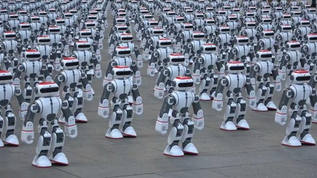 O 'pezinho de dança' de 1.069 robots que valeu um recorde