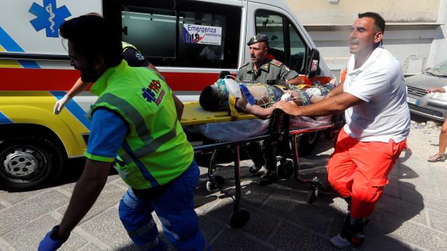 Irmãos de bebé de sete meses resgatado em Itália também já estão a salvo