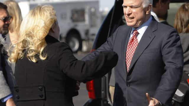 Filha de John McCain responde a quem lhe desejou morte do pai