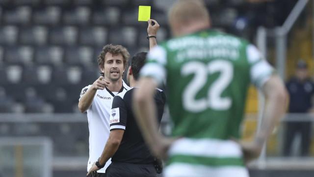 Árbitro explica por que não houve minuto de silêncio no Vitória-Sporting