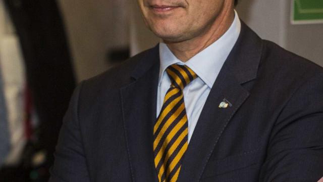 Príncipe Frederico da Dinamarca impedido de entrar num bar