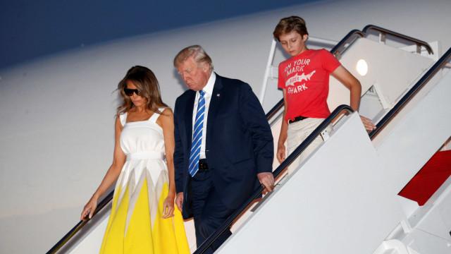 Indumentária do filho de Trump criticada. Chelsea Clinton defendeu-o