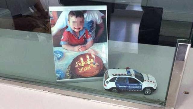 Xavi morreu no atentado e o pai ofereceu o seu carrinho à polícia