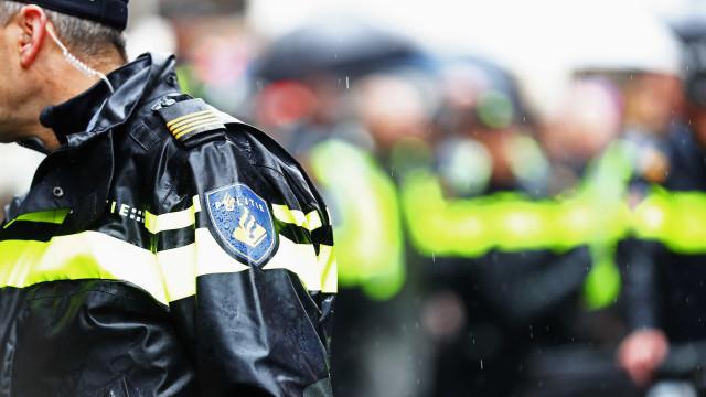 Polícia abate homem junto a banco central da Holanda