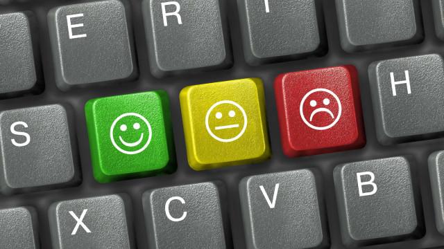 Usar emojis em e-mails de trabalho pode fazê-lo parecer incompetente