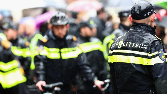 Esfaqueamento em Amesterdão. Suspeito já foi alvejado pela polícia