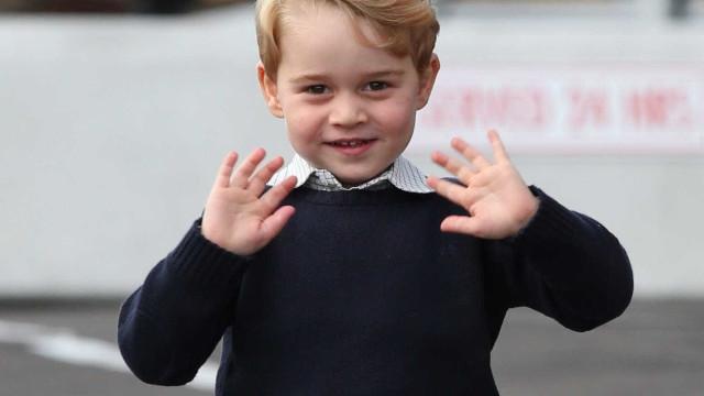 Príncipe George cada vez mais independente e menos brincalhão com a irmã