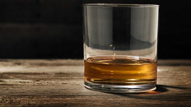 Eis porque deve adicionar água ao seu whisky