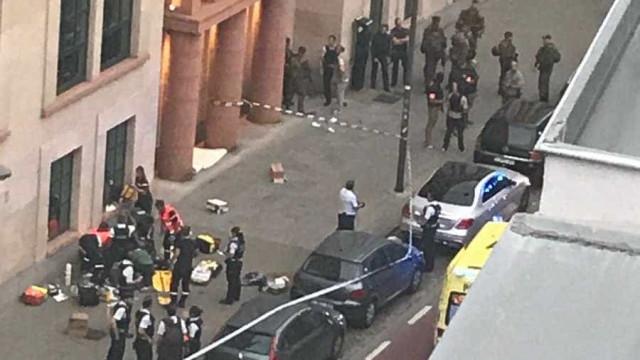 """Considerado """"terrorista"""" ataque com arma branca a militares em Bruxelas"""