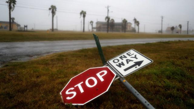 Gás e petróleo no Texas e economia dos EUA afetadas pelo furacão Harvey
