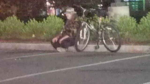"""""""Um dia podes ser tu a estar sentado na berma da estrada, cheio de fome"""""""