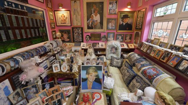 Superfã da princesa Diana vai exibir a sua coleção gigante de recordações