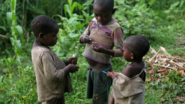 Uma geração de crianças abandonadas cresce nas ruas de Goma