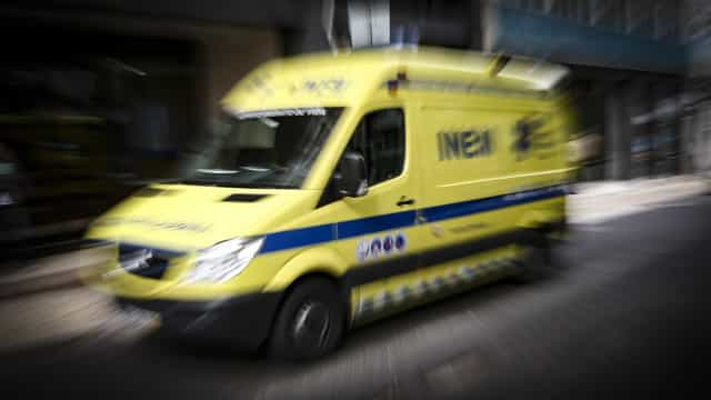 Ambulância danificada em acidente com ovelhas no IP4