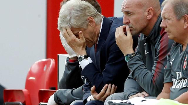 """Wenger após a goleada em Anfield: """"Se sou o problema, lamento"""""""