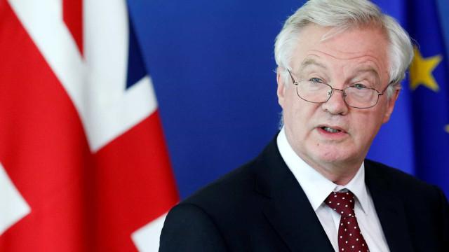 Barnier debate hoje com Parlamento Europeu chumbo britânico
