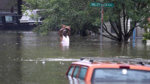 Utilizadores do Facebook doam 10 milhões para vítimas de furacão