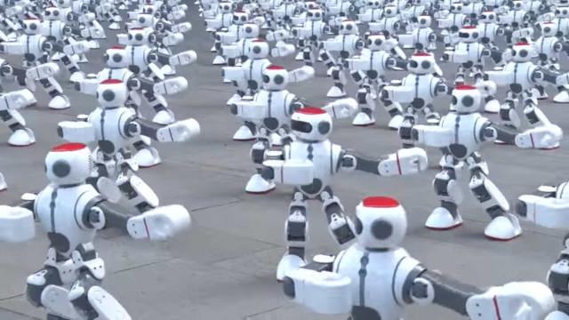 Mais de mil robots dançarinos estabeleceram um novo recorde do Guinness