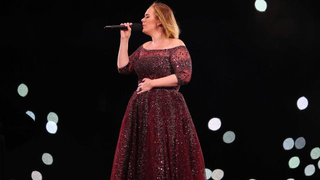 Conheça o treino de sete minutos que ajudou a Adele a perder 30 kg