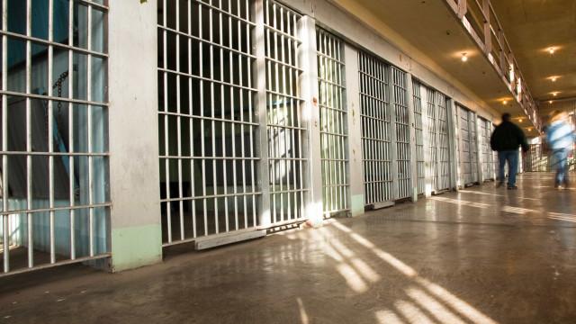 PSD quer explicações da ministra da Justiça sobre festas em prisões