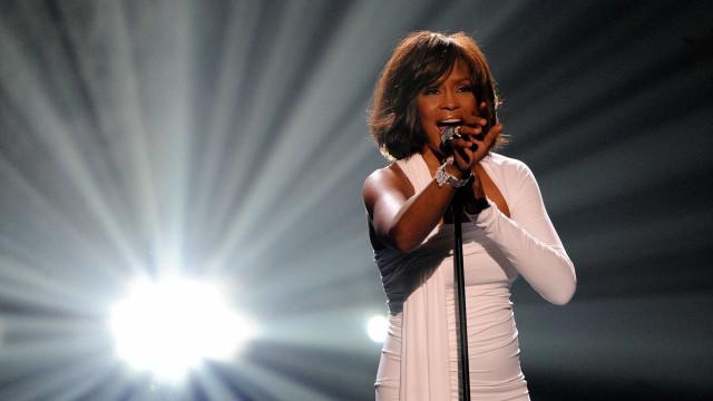 Imagens em documentário sobre Whitney Houston geram polémica