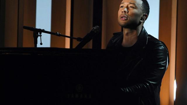 John Legend fala sobre perda da virgindade e problemas de fertilidade