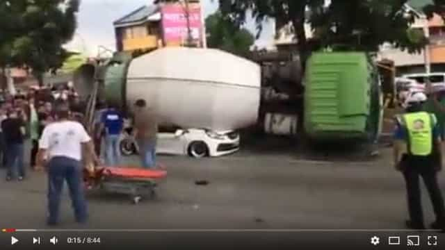 Camião de cimento esmaga carro de família. O pai morreu