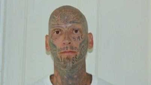 Procura-se recluso que fugiu. As tatuagens devem ajudar a encontrá-lo