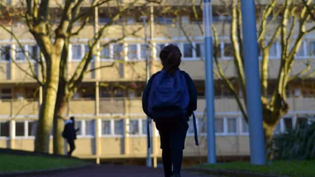 Menina de 12 anos ter-se-á suicidado após reprimenda por causa do período