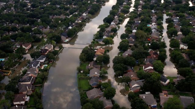Homem que reparou casas depois do furacão Harvey morre devido a bactéria