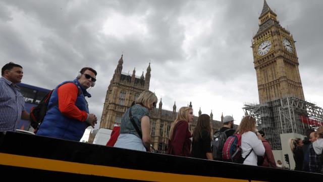 Homem detido com faca em Westminster