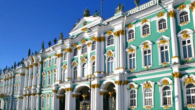 Conheça os 30 maiores palácios do mundo