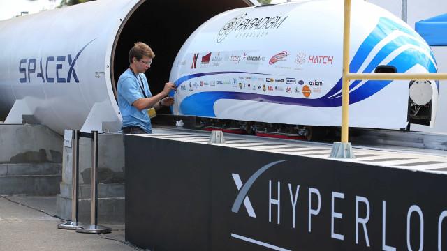 Tesla atinge velocidade recorde no Hyperloop. Veja o vídeo