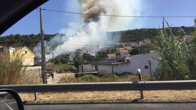 Incêndio deflagra na localidade de Vale do Forno em Odivelas