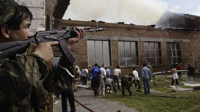 Massacre de Beslan: Os anos foram, a dor ficou e as respostas não vieram