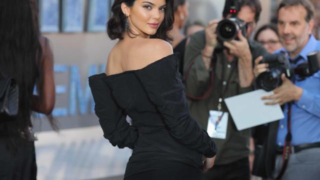 Em biquíni, Kendall mostra que as curvas e a ousadia lhe estão nos genes