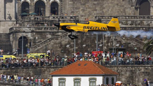 Milhares estão nas margens do Douro para assistir à Red Bull Air Race