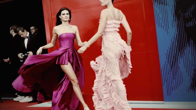 Isabeli Fontana em modo Marilyn Monroe… com vestido esvoaçante