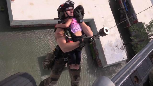 Usou foto de resgate para falar de géneros. Tiro saiu pela culatra