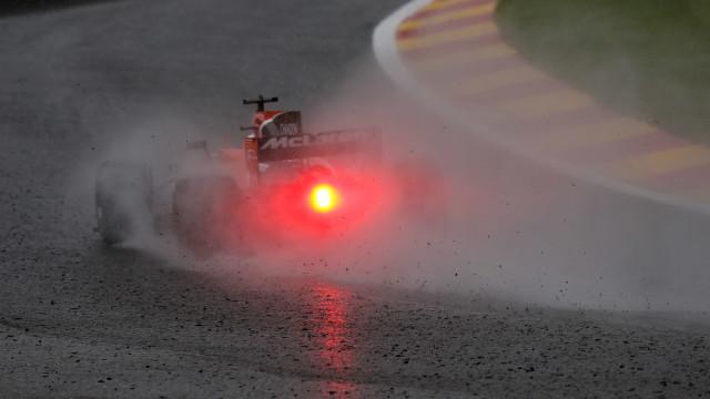 """Alonso critica a FIA: """"Deviam estar a tomar uma cerveja..."""""""