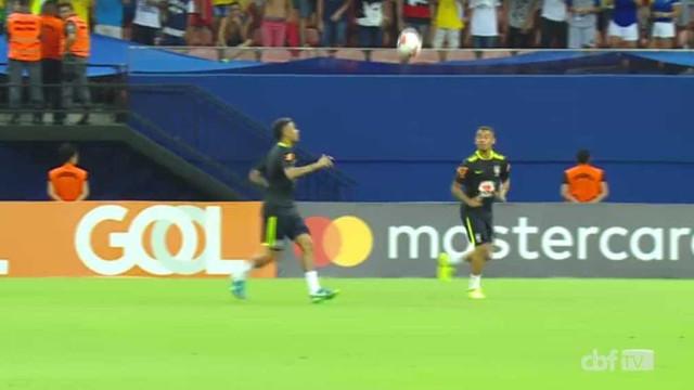 De uma baliza à outra sem cair a bola? Só mesmo Neymar e Gabriel Jesus