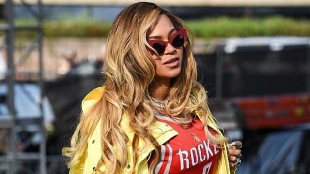 Beyoncé lança coleção de roupa e acessórios inspirados no Natal