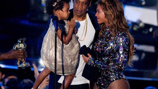 Jay-z canta os parabéns a Beyoncé