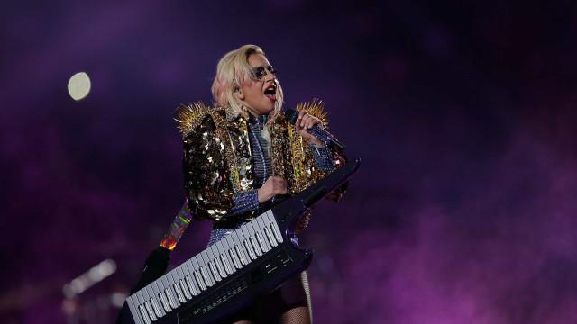 Lady Gaga atualiza os fãs sobre o estado de saúde