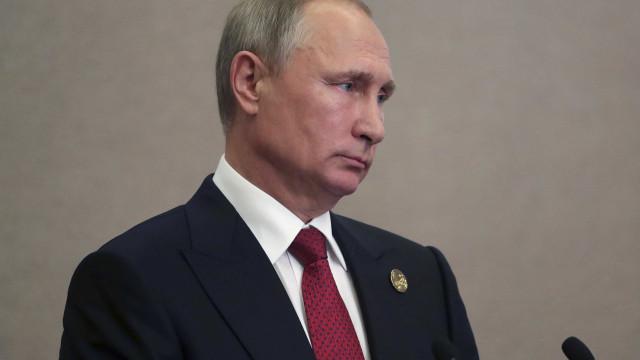 """Coreia do Norte: Putin e Macron apelam a """"negociações diretas"""""""