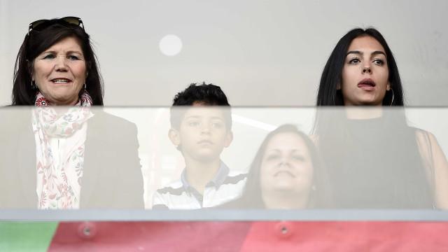 Georgina e Dolores não se juntam... nem para apoiar Ronaldo