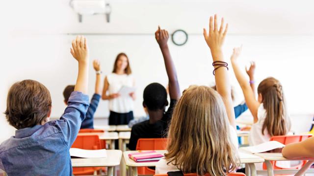 Pais terminam boicote às aulas mas continuam luta contra turma mista